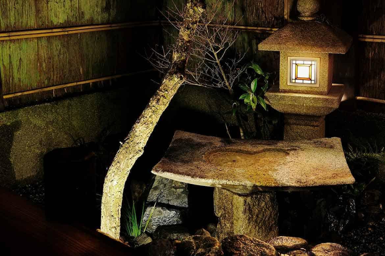 京都の庭師こだわりの坪庭が魅力。別荘のように過ごせる滞在型宿「祇園 久楽」