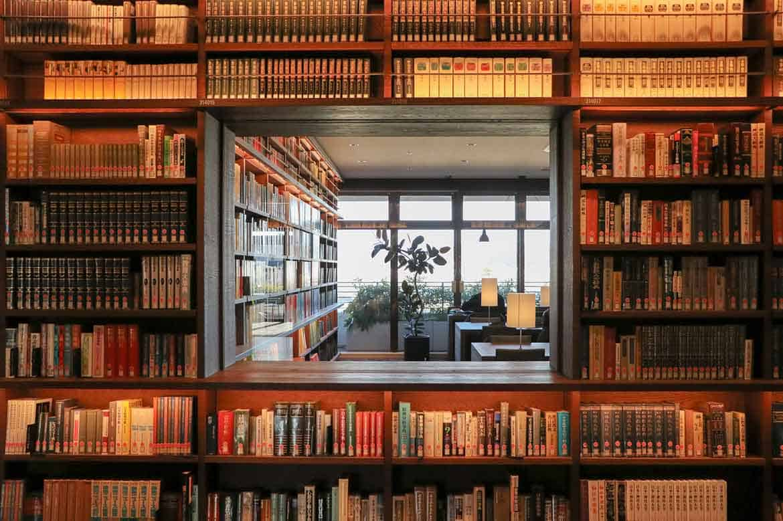 読書とカフェの癒し空間がここに「和歌山市民図書館」