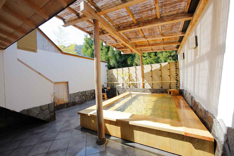 景勝地嵐山を感じながら温泉と京懐石を楽しむ料亭旅館「嵐山辨慶」