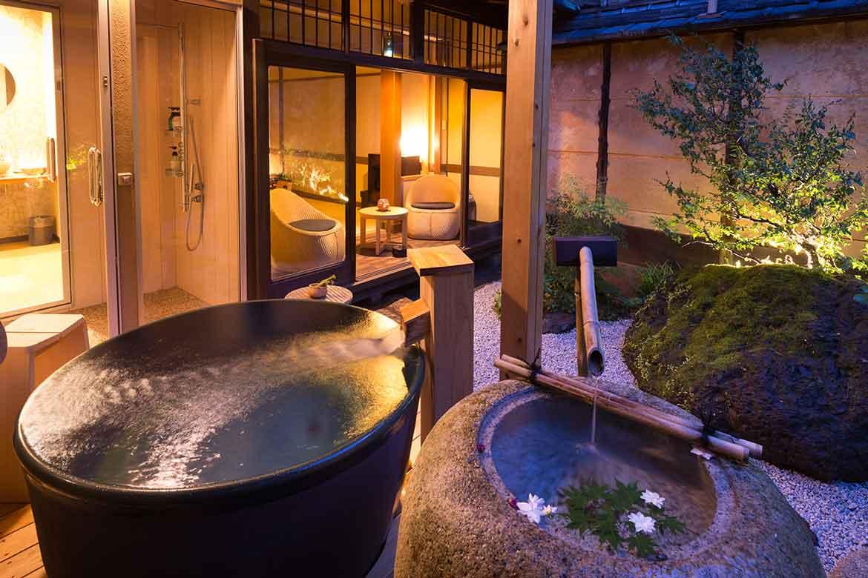 全室露天風呂付の極上空間。お茶風呂などオリジナルサービスを用意「Nazuna 京都 二条城」
