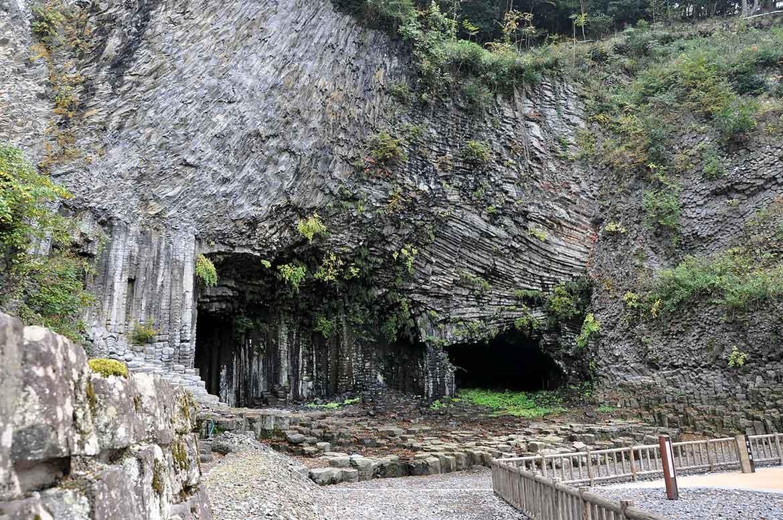 160万年前の地球が創った圧巻の美「玄武洞公園」【豊岡市】