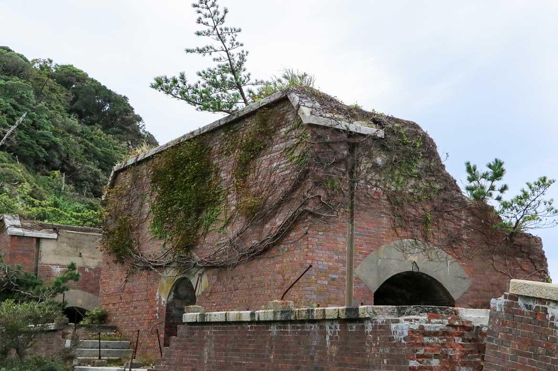 島内にある5ヵ所のうち「第2砲台跡」は自然崩壊