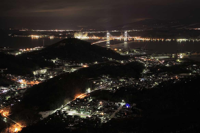 光り輝く夜景に心動かされる「室蘭港の夜景」