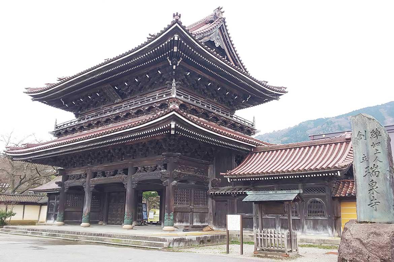 「瑞泉寺」で歴史ある井波彫刻を堪能