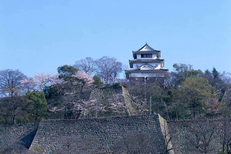 長い歴史を誇る丸亀のシンボル「丸亀城」