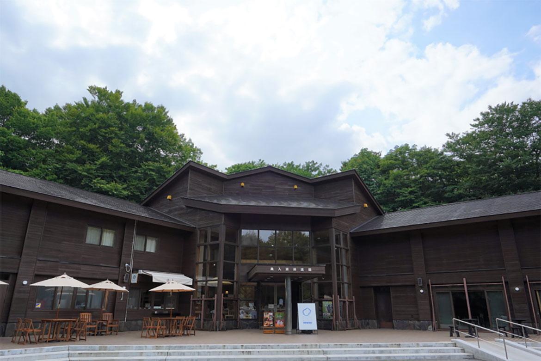 奥入瀬さんぽのスタートは「奥入瀬渓流館」で観光情報を仕入れ、お土産もリサーチ