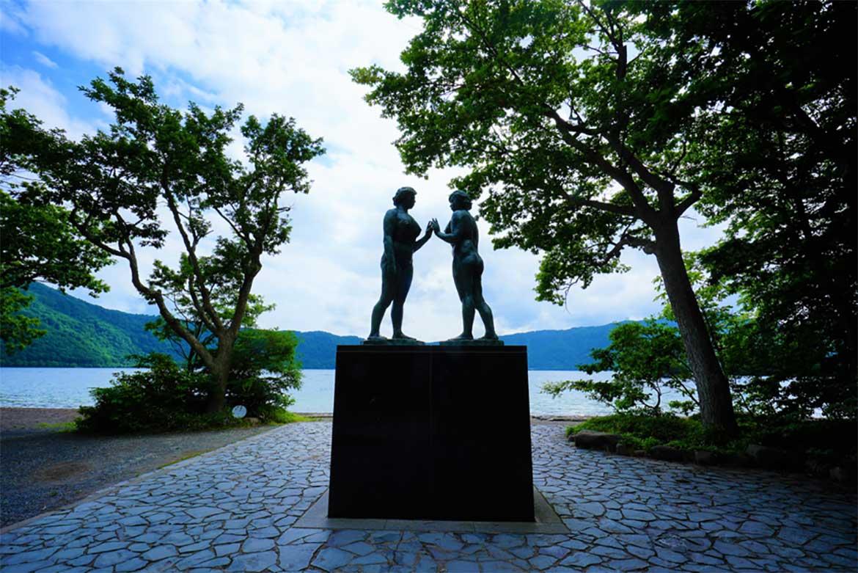 訪れるたび表情を変える神秘の「十和田湖」。夏場はカヌーやクルージングのベストシーズン