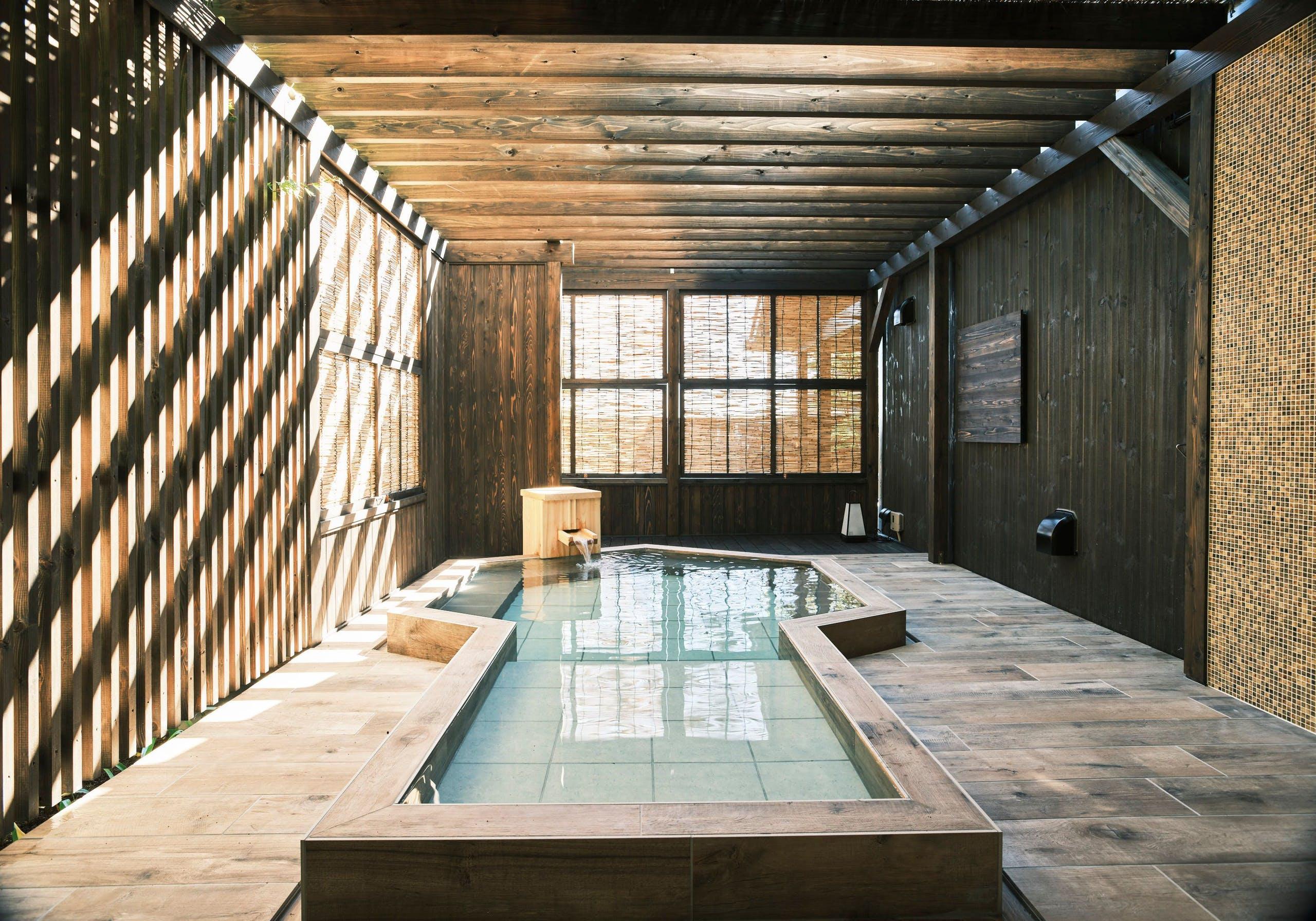内湯と貸切露天風呂で温泉を堪能