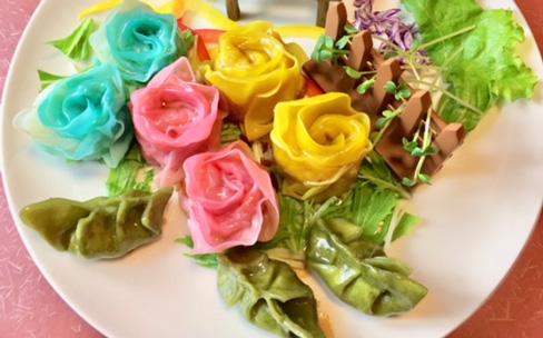 食卓に咲かせる薔薇の餃子