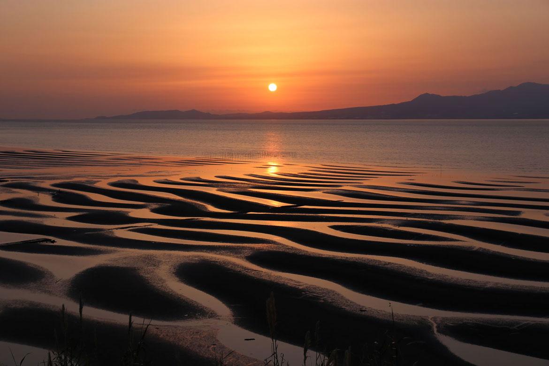 自然の美しさに息を呑む「御輿来海岸」