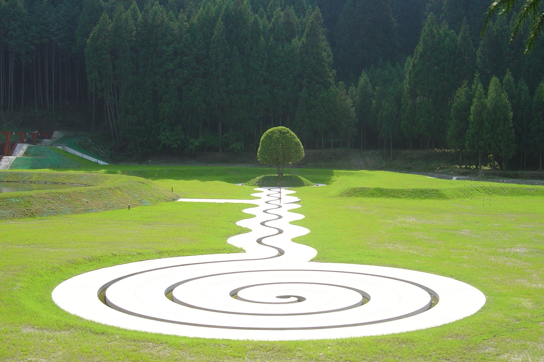 現代アートと自然の調和が美しい「室生山上公園芸術の森」