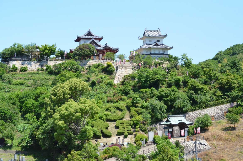 村上海賊(水軍)の資料を展示する城型の資料館「因島水軍城」(因島)